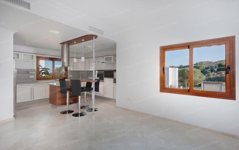 Villa en venta en La Cala Mijas Golf con cocina americana con vistas al campo de glof