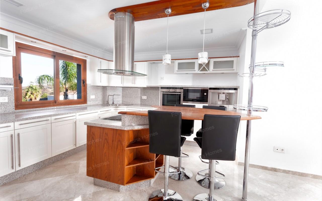 Villa en venta en La Cala Mijas Golf con cocina americana