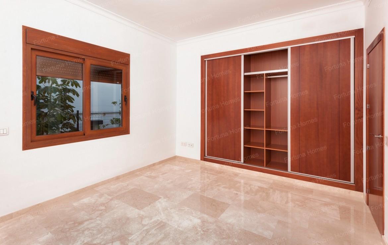 Villa en venta en La Cala Mijas Golf con grandes armarios empotrados para que no falte espacio