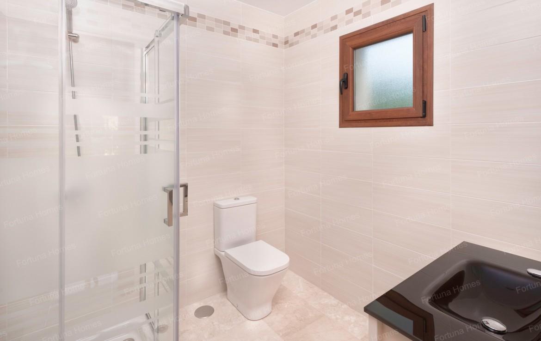 Villa en venta en La Cala Mijas Golf con un baño privado completo en cada habitación