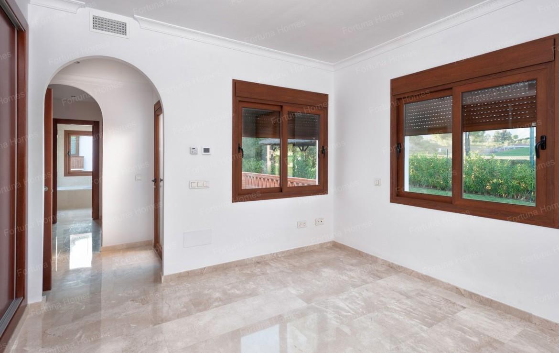 Villa en venta en La Cala Mijas Golf con 6 habitaciones con baño privado y armarios empotrados