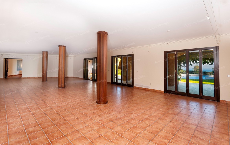 Villa en venta en La Capellanía (Benalmádena) con un amplio salón comedor en la planta baja