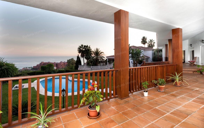 Villa en venta en La Capellanía (Benalmádena) con amplia terraza con vistas al mar