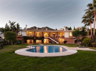 Fortuna Homes - Villa en venta en La Capellanía (Benalmádena, Málaga)