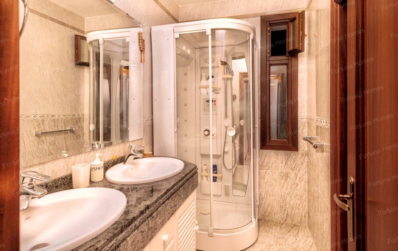Villa en venta en La Capellanía (Benalmádena) con baños en marmol