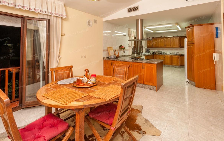 Villa en venta en La Capellanía (Benalmádena) con amplia y luminosa cocina