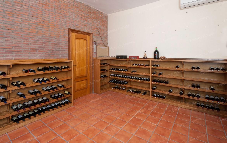 Villa en venta en La Capellanía (Benalmádena) con bodega para más de 500 botellas