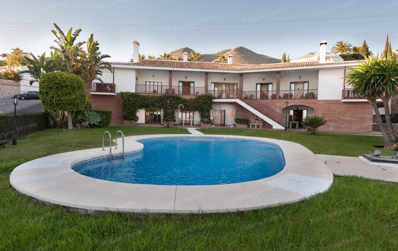Villa en venta en La Capellanía (Benalmádena) con piscina de 60 metros cuadrados