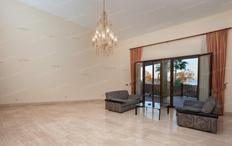 Villa en venta en La Capellanía (Benalmádena) con amplios ventanales