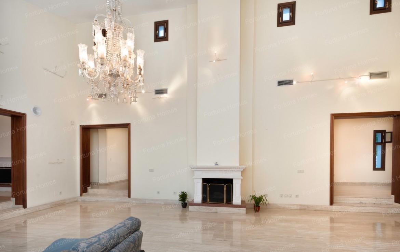 Villa en venta en La Capellanía (Benalmádena) con salón comedor con chimenea